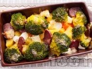 Запеканка от картофи, броколи, сирене, кашкавал и луканка на фурна